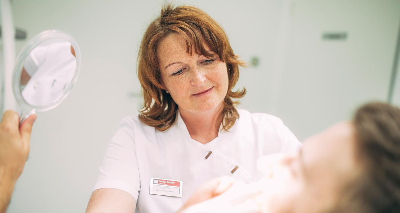 Mitatbeiterin behandelt Patienten wegen Amalgam